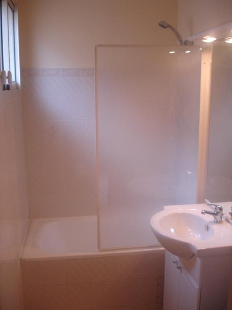 Salle de bains avec wc :
