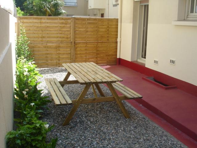 Jardins Privatifs de 15 m² et 34 m² avec table et chaises